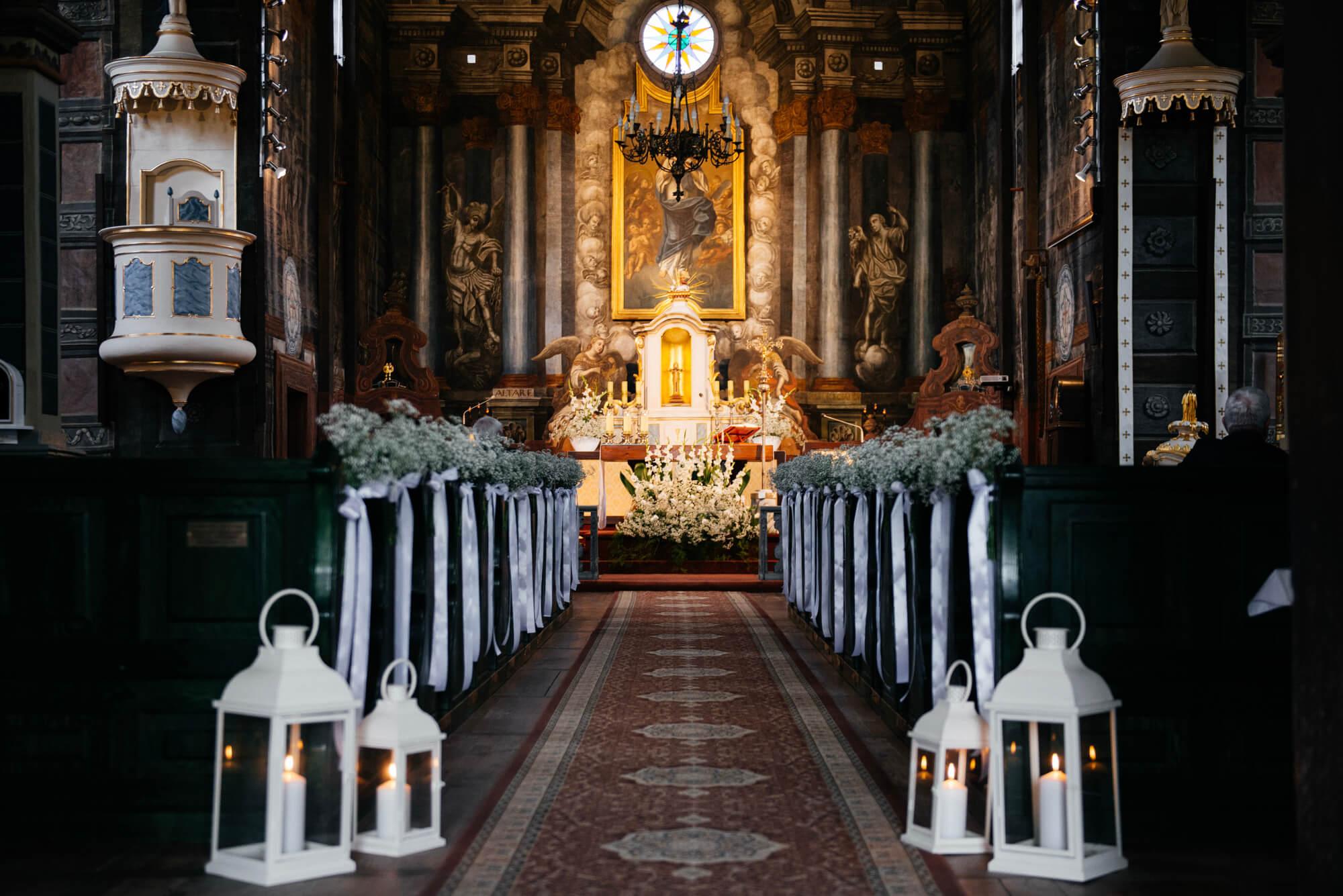 Kościół Mariańskie Porzecze-ślub w drewnianym kościele-White Balance fotografia ślubna