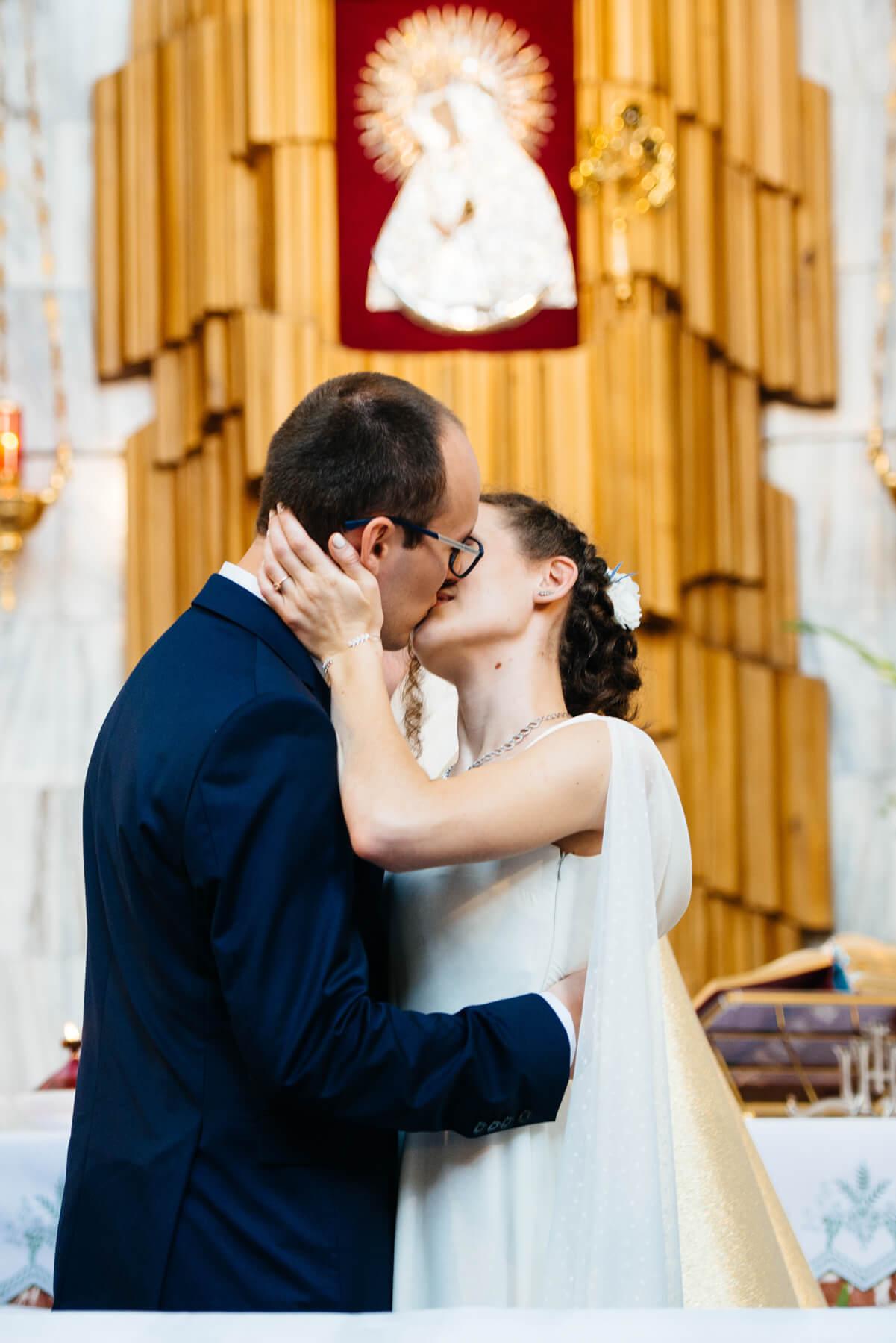 Ślub w Komorowie-Kościół w Komorowie-Fotografia ślubna Komorów-Fotograf ślubny Warszawa